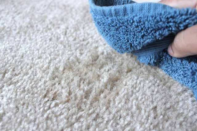 How to Remove A Vinegar Smell From Carpet